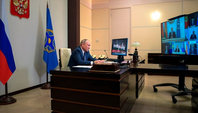 Putin Said to Have Two Identical Offices: One in Moscow,