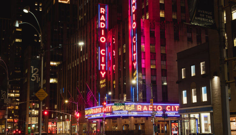 Radio City Music Hall to Reopen to Maskless, Vaccinated Full